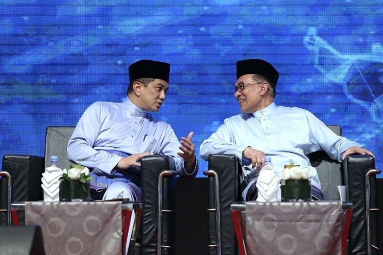 Persaingan Politik Anwar Ibrahim Dan Azmin Ali Dalam Memperebutkan Gelar Perdana Menteri