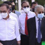 Anwar Ibrahim : Malaysia di Ujung Tanduk
